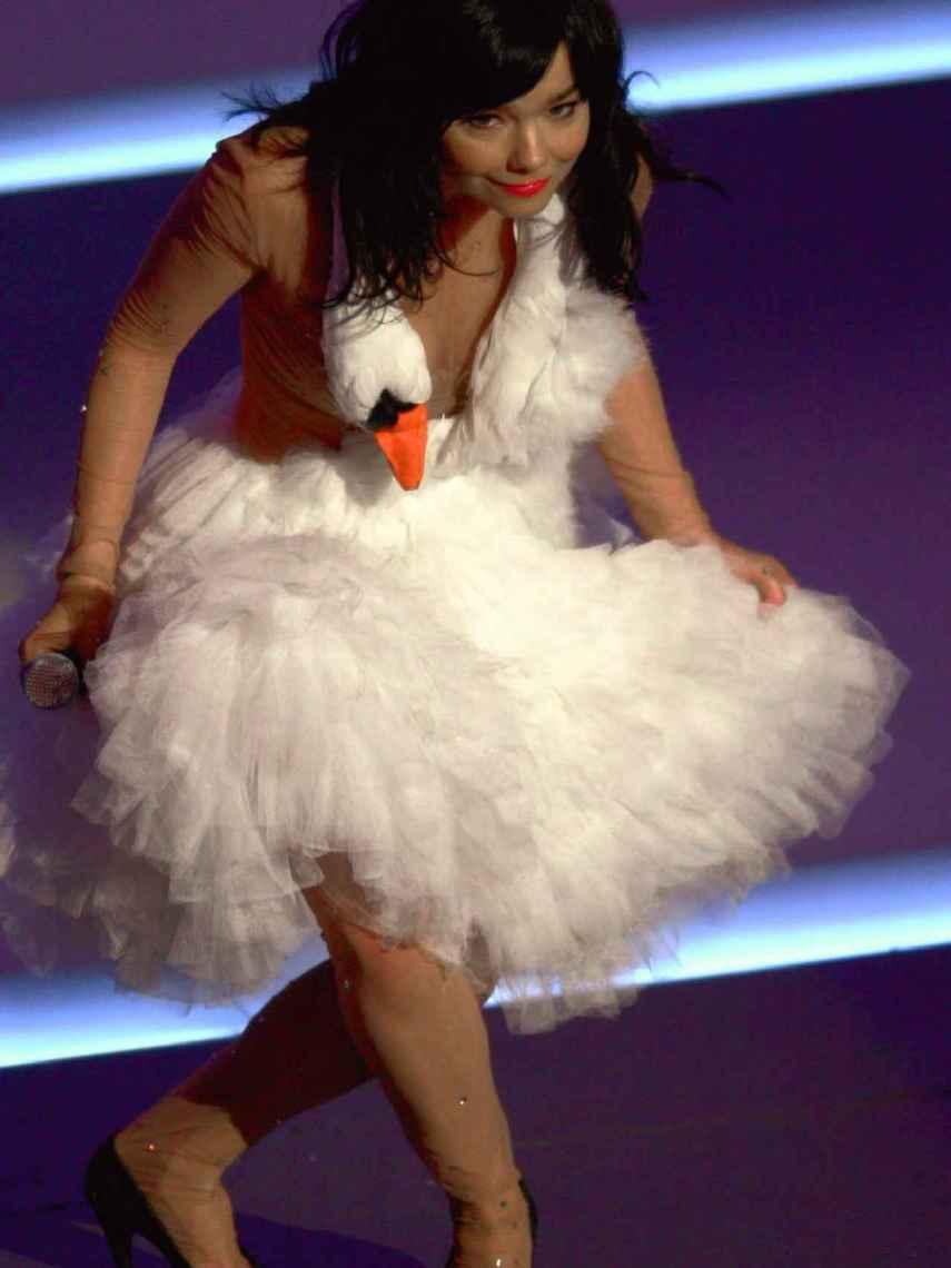 Björk wore the swan-inspired dress in 2001.