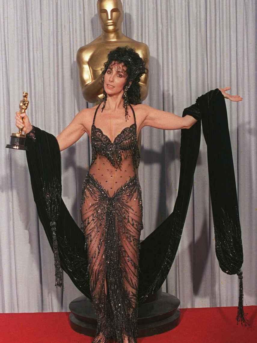 Cher lució en 1998 un diseño de Bob Mackie.