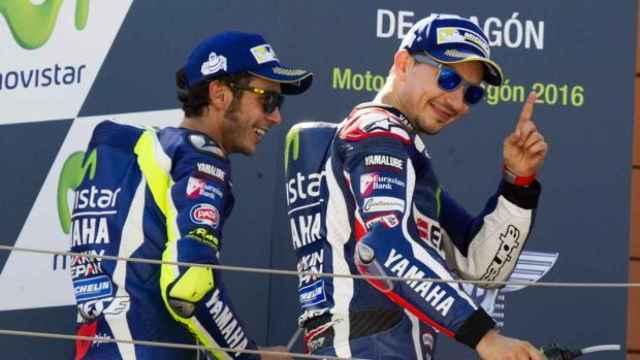 Jorge Lorenzo y Valentino Rossi durante un gran premio