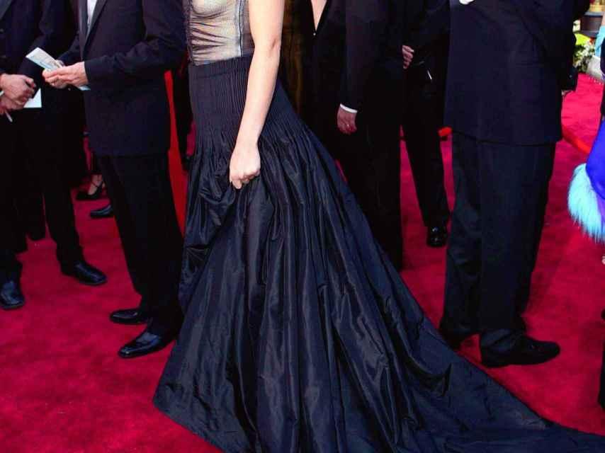 Gwyneth Paltrow chose an Alexander McQueen model for the 2002 Oscars.