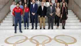 Deportistas, instituciones y miembros del Comité Olímipico Español durante la rpesentación de los dos programas