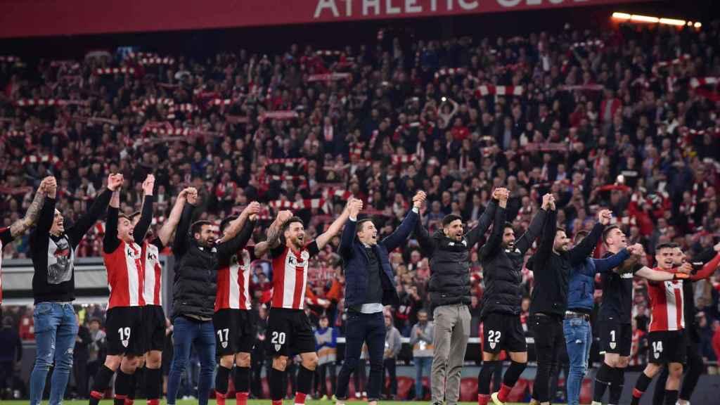 Los jugadores del Athletic celebran el pase a las semifinales