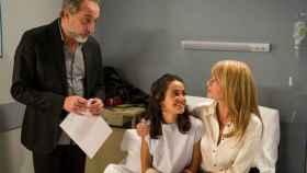 Gonzalo de Castro, Macarena García y Belén Rueda en el final definitivo de 'B&b' (Mediaset)