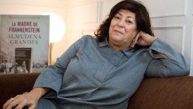Almudena Grandes durante la promoción de su nuevo libro, La madre de Frankenstein. EFE.