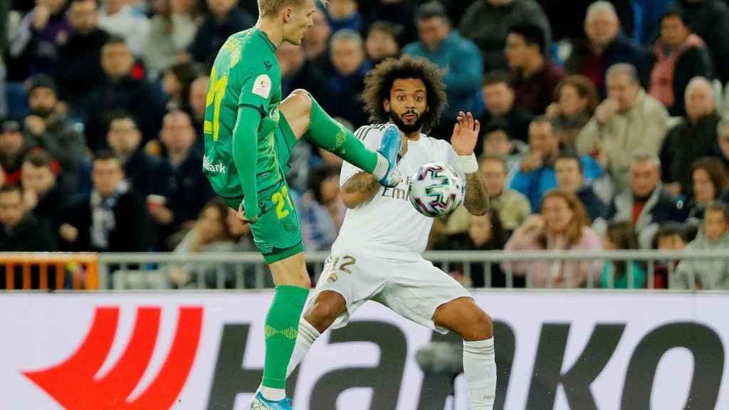 Odegaard corta un balón ante Marcelo