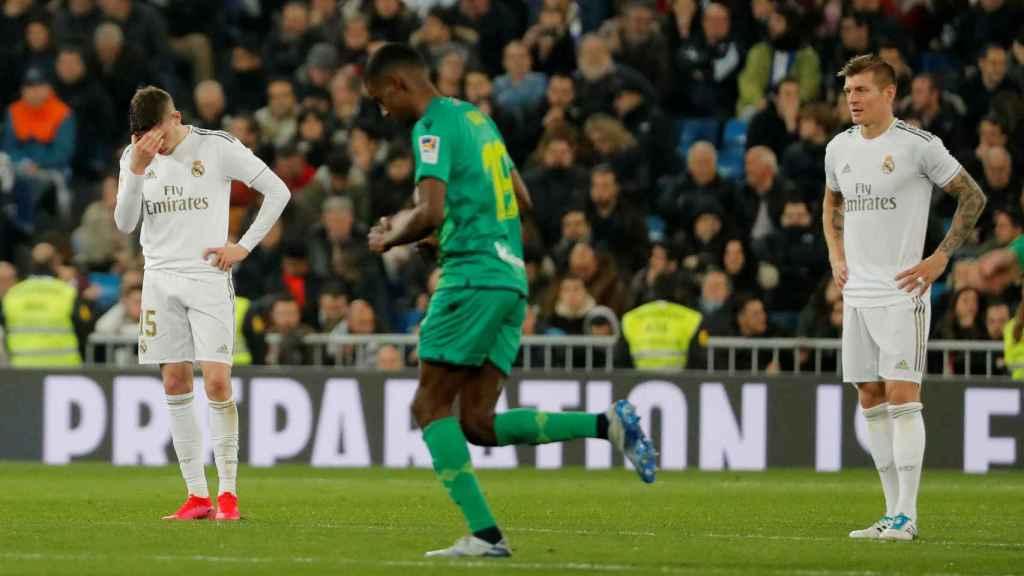 Kroos y Valverde se lamentan tras un gol de la Real Sociedad