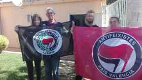 Paco Cela Seoane, en una imagen con banderas de colectivos antifascistas.