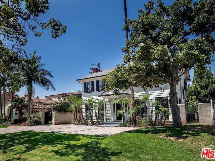 La casa se encuentra situada en uno de los mejores barrios de Los Ángeles.