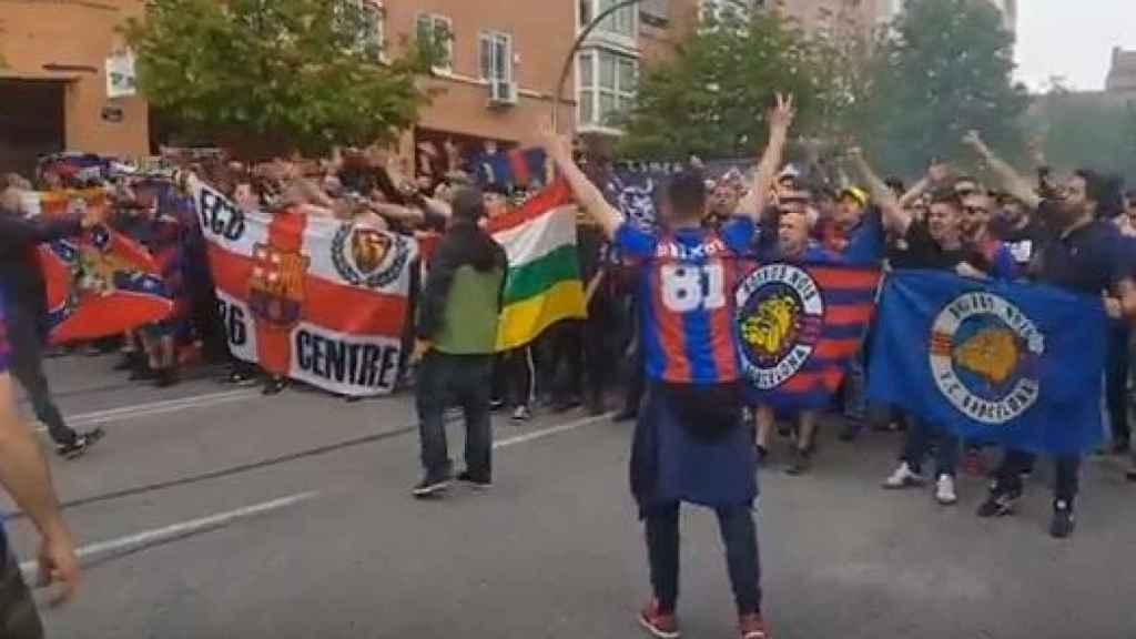 Corteo de los ultras del Barça antes de un partido