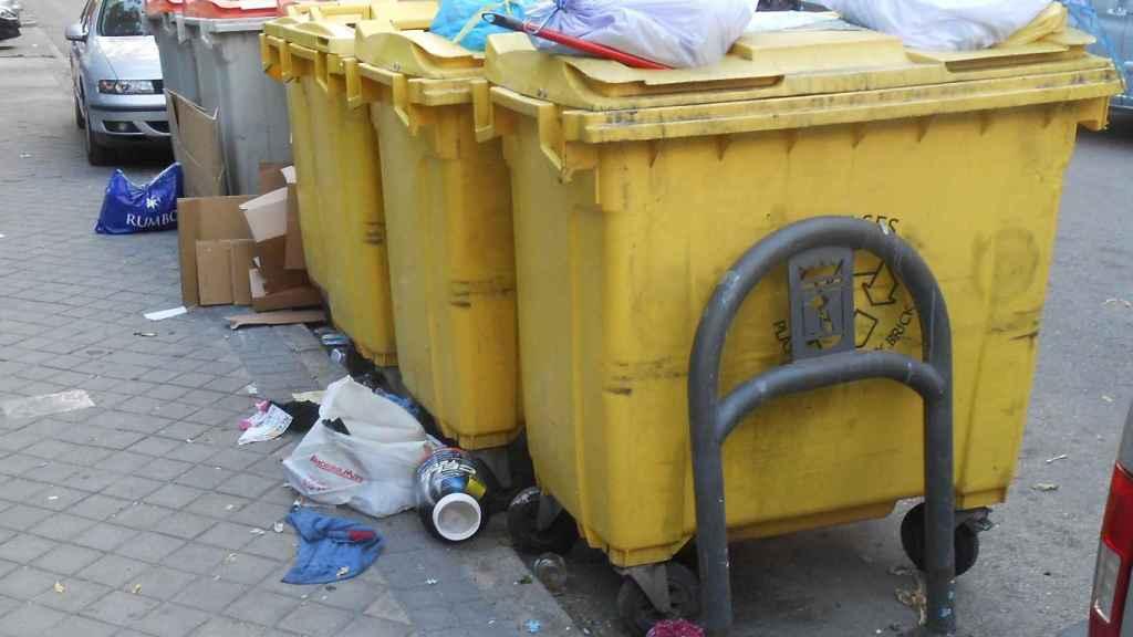 Una imagen de archivo de contenedores amarillos.