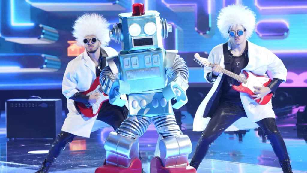El rapero Lil Wayne disfrazado de robot en la versión estadounidense del programa.