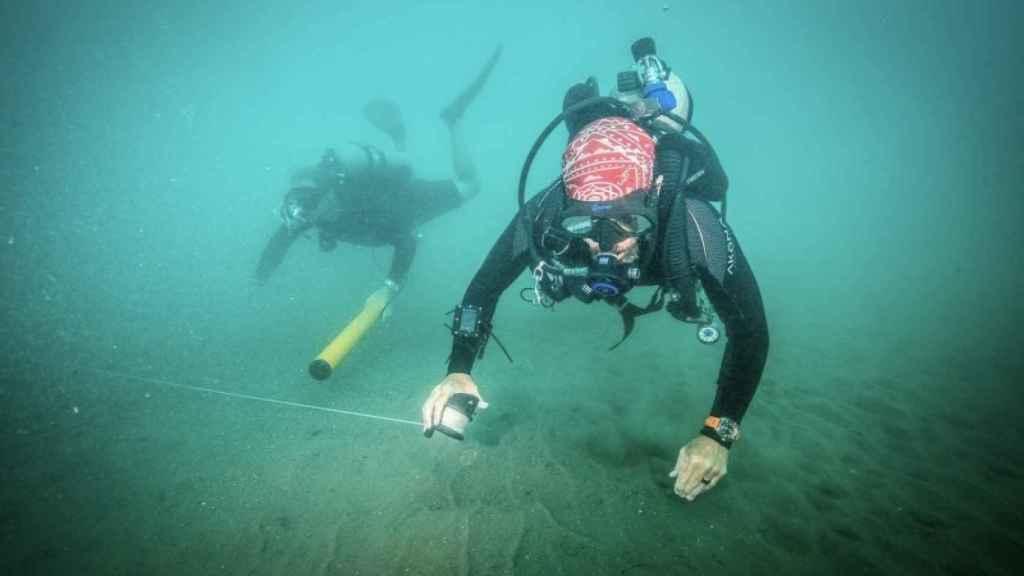 Arqueólogos subacuáticos del INAH de México buscando los barcos de Hernán Cortés.