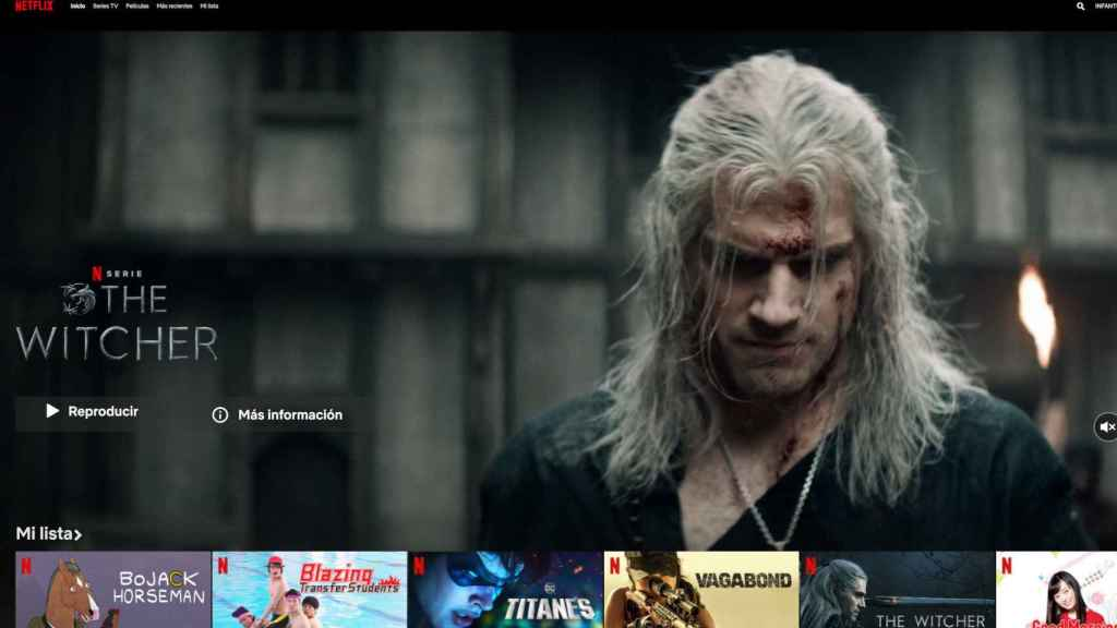 Un vídeo de The Witcher se reproduce en la página principal de Netflix