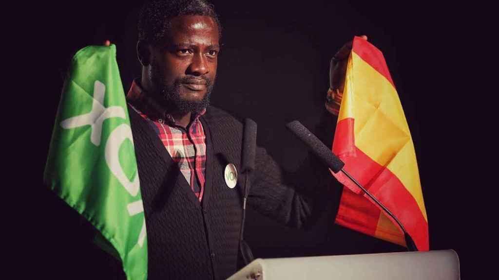 Bertrand Ndongo es de origen camerunés y asesora a Monasterio