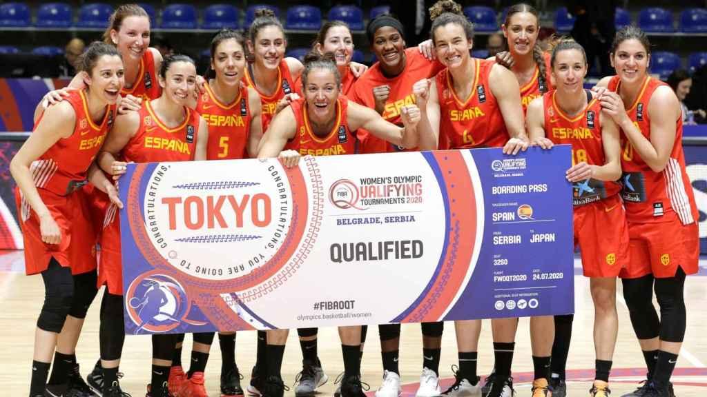 Las jugadoras de la selección española de baloncesto celebran su presencia en Tokio