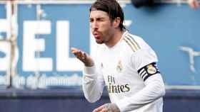 Sergio Ramos celebra su gol a Osasuna