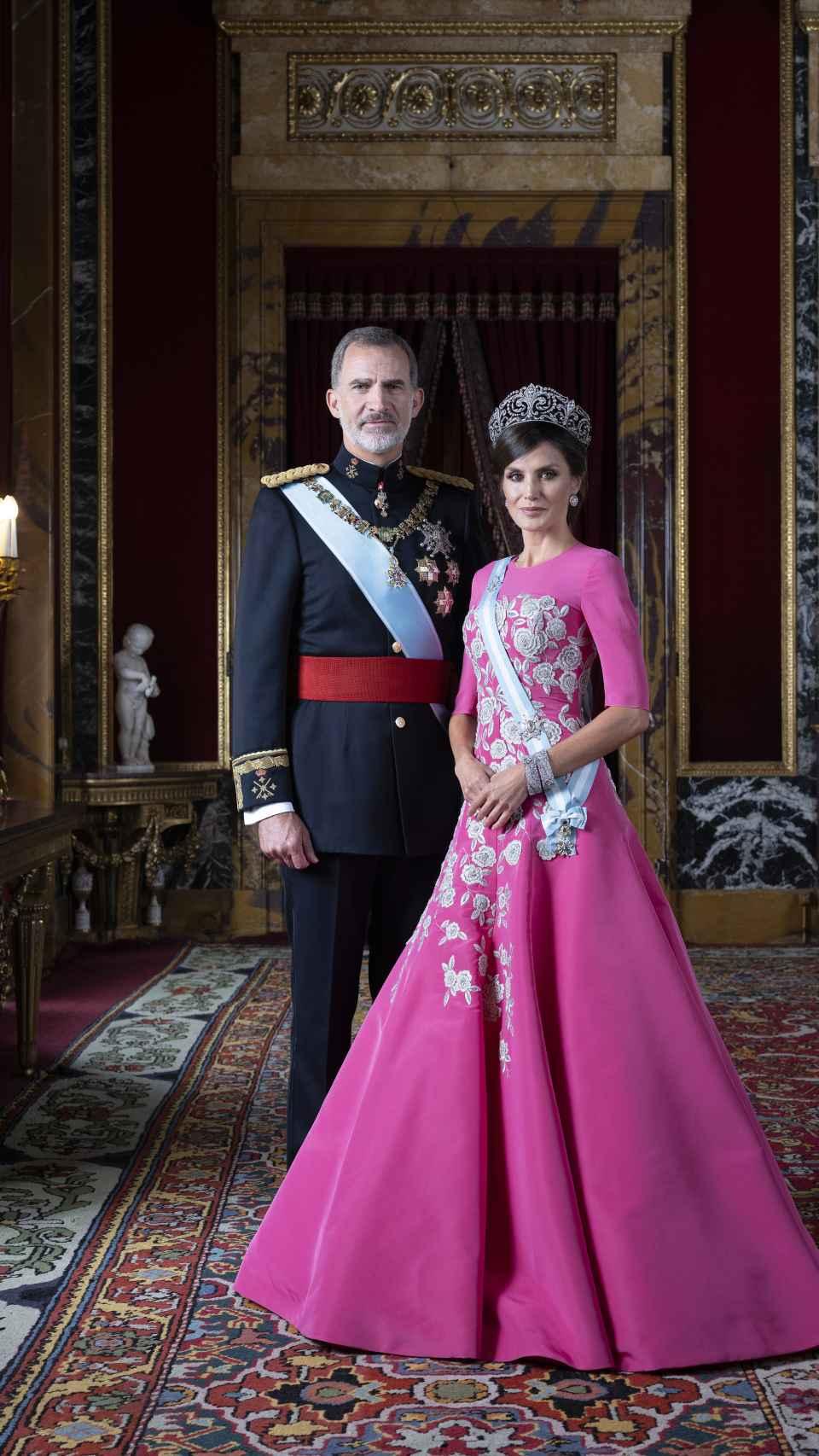 Felipe VI y Letizia, en un retrato oficial en el Palacio Real.