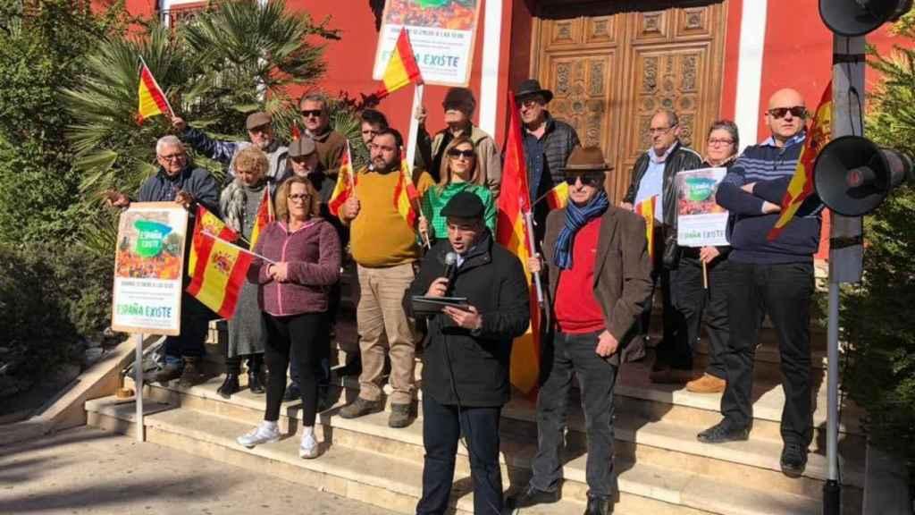 Militantes y simpatizantes de Vox durante la manifestación que convocó el partido de Santiago Abascal contra el Gobierno de coalición de PSOE  y Podemos.
