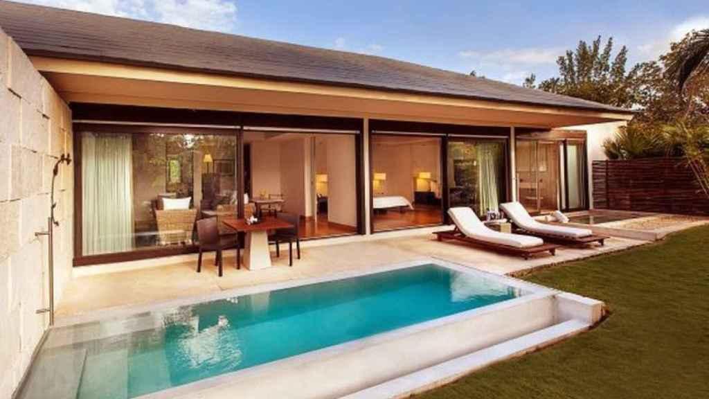 La habitación de la pareja cuenta con su propia piscina privada.