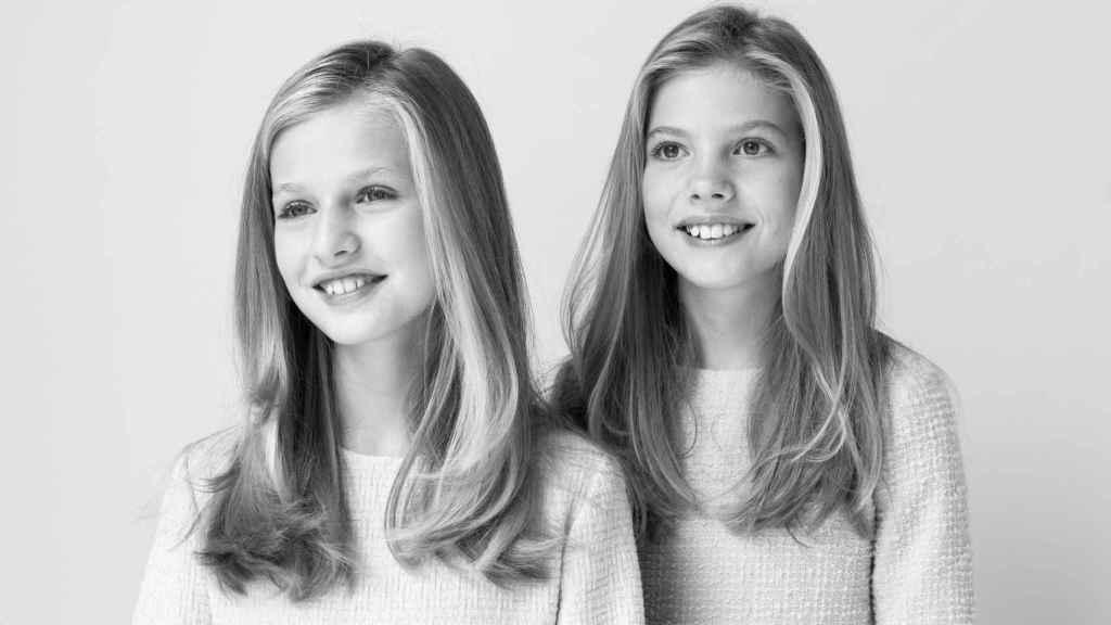 La fotógrafa ha asegurado que el retrato de la princesa Leonor y de la infanta Sofía, en blanco y negro, es uno de sus favoritos.