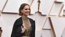 Natalie Portman en la alfombra roja de los Oscar 2020.