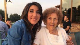 Paz Padilla junto a su madre Lola en una imagen de redes sociales.