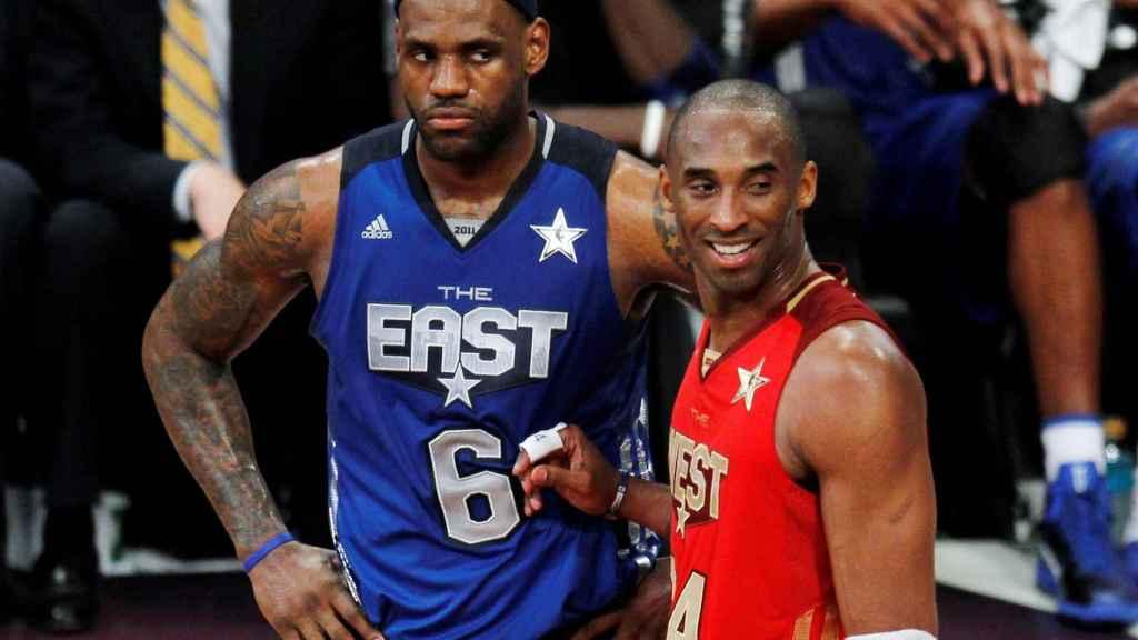 LeBron James, junto a Kobe Bryant en una edición del All-Star