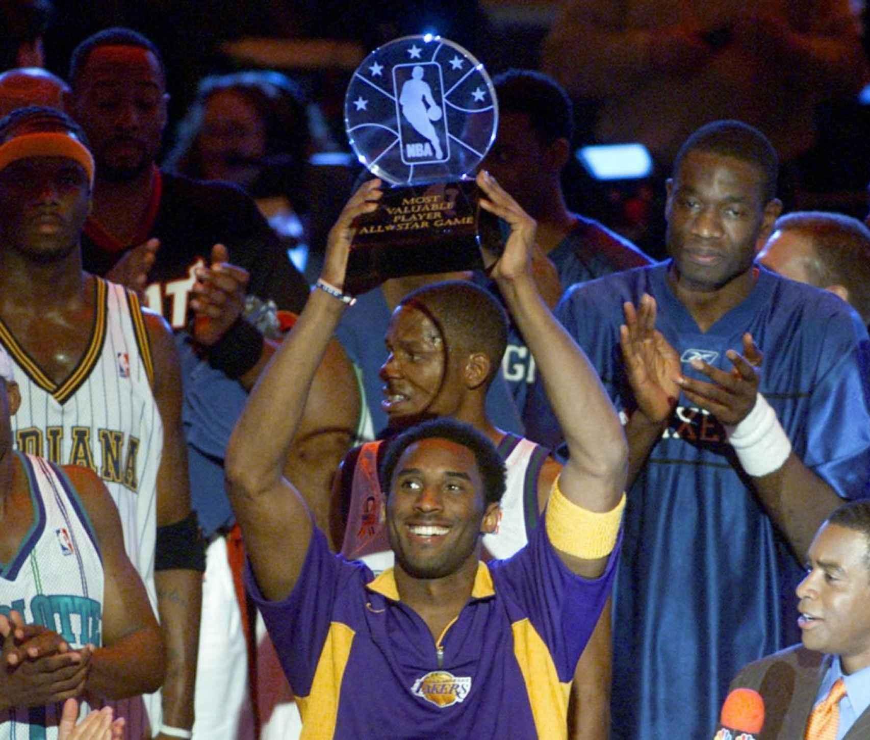 Kobe Bryant levanta su primer MVP del All-Star Game