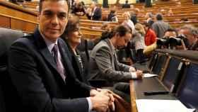 Pedro Sánchez, este miércoles en la sesión de control al Gobierno en el Congreso, con Iglesias al fondo en la foto.