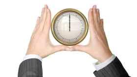 Imagen de un reloj que marca la jornada laboral.