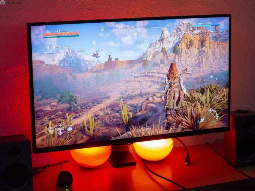 Samsung Space Monitor ejecutando el videojuego 'Horizon Zero Dawn'.