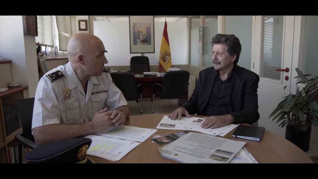 Colomar con un agente de la Policía Nacional implicados en las investigaciones.