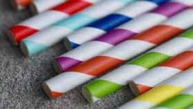 Una imagen de archivo de unas pajitas de papel.