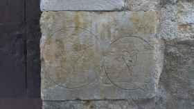 Cara frontal del segundo sillar de la jamba meridional de la portada lateral de la calle Sorias del convento de la Anunciación que da al segundo claustro.