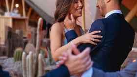 Marco Asensio bailando con su novia Sandra Garal