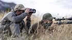 Estos prismáticos son en realidad el próximo gran aliado de militares y grandes cazadores