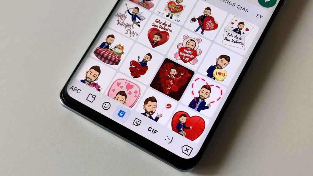Stickers de Bitmoji en WhatsApp.