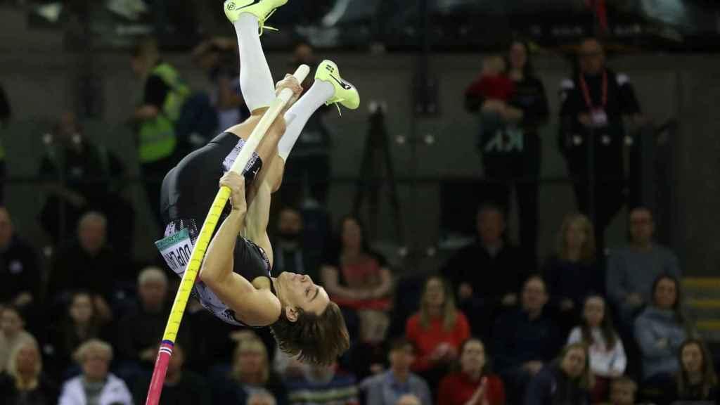 Armand Duplantis vuelve a batir el récord del mundo de salto con pértiga