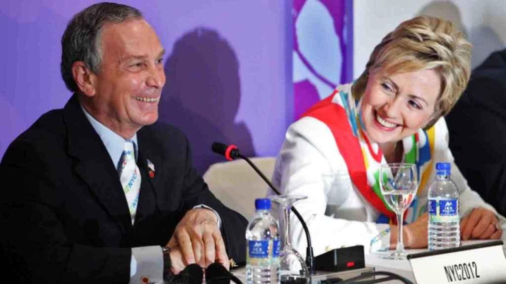 Michael Bloomberg y Hillary Clinton en 2005, cuando él era alcalde de Nueva York y ella Senadora.