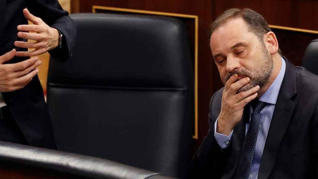 El ministro de Transportes, José Luis Ábalos, durante la primera sesión de control al Gobierno de la legislatura.