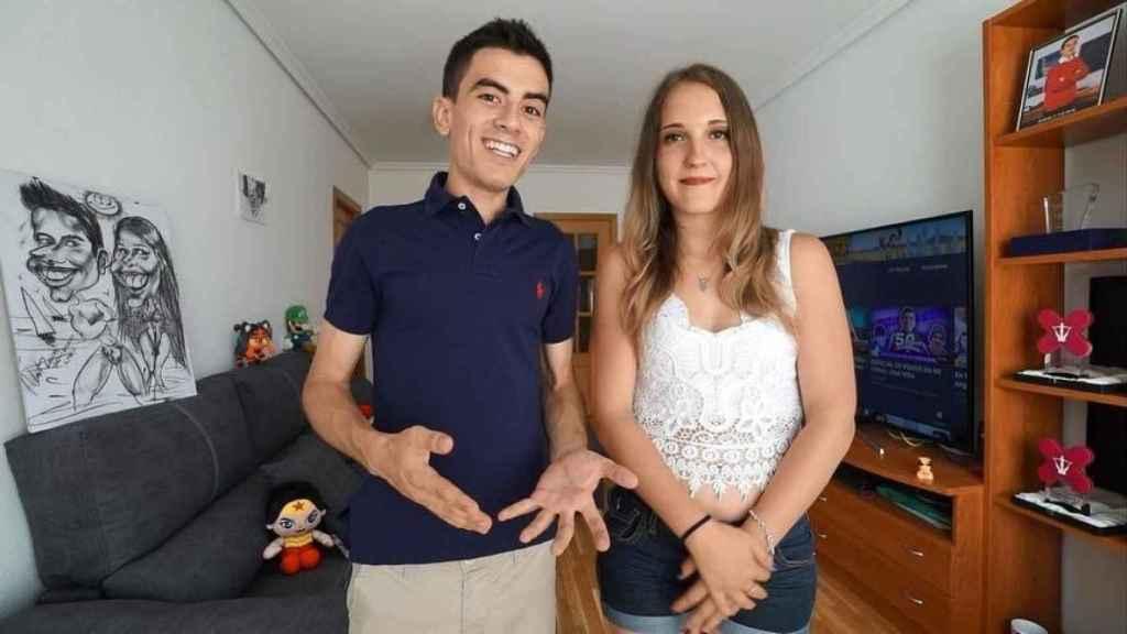 El Niño Polla junto a su novia Verónica, en redes.
