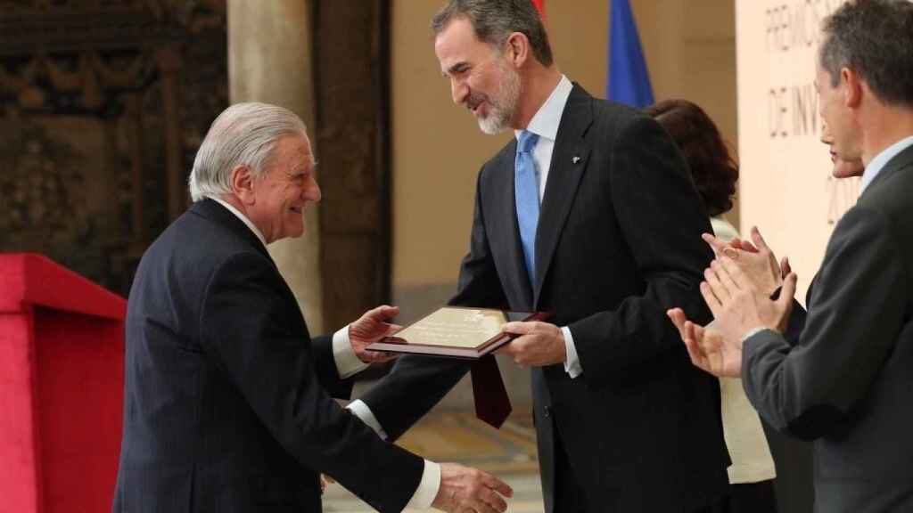 El Rey Felipe entrega el Premio Nacional 'Gregorio Marañón' de Investigación 2019 (categoría Medicina) al cardiólogo Valentín Fuster.
