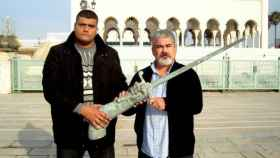 Said Chrami y Yahya Yahya,  del Comité de Liberación de Ceuta y Melilla, con el brazo de Estopiñán, en Rabat.