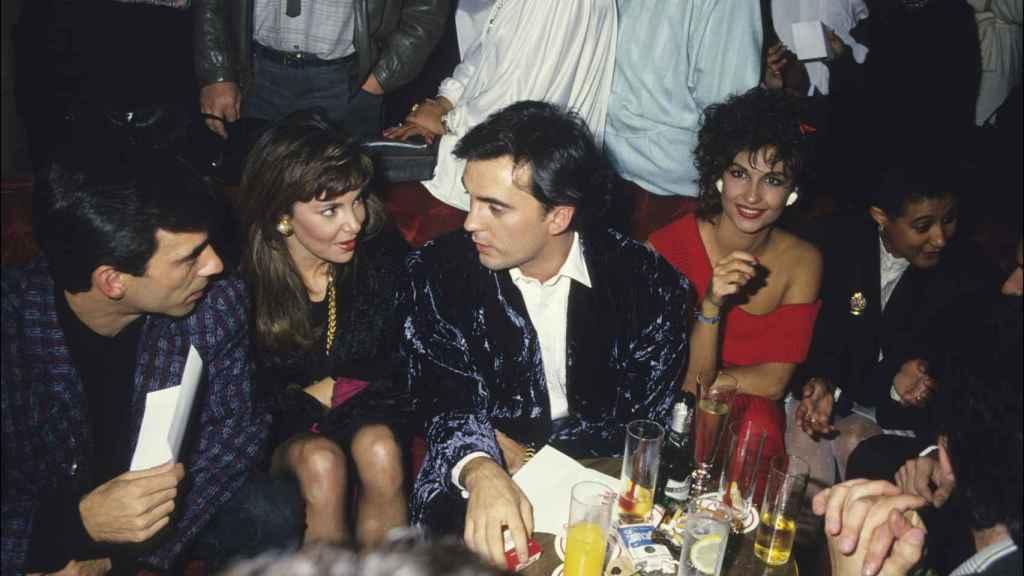 Del Pozo junto a Imanol Arias, Ana García Obregón y Cristina Higueras en 1980.