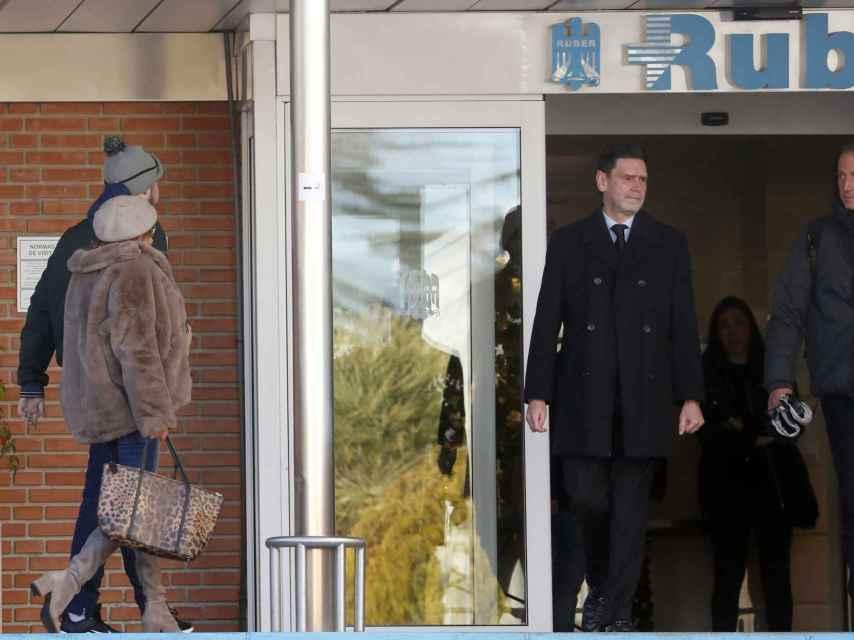 Ana Obregón y Álex Lequio entrando en la clínica Ruber Inernacional de Madrid en enero.