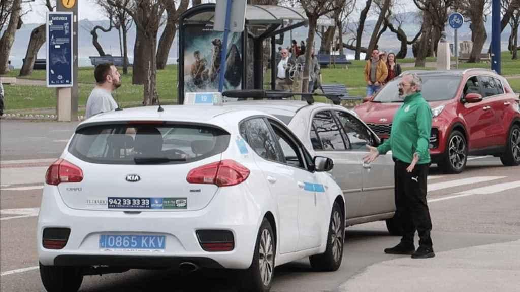 Imagen de la pelea entre un taxista y un aficionado del Racing.