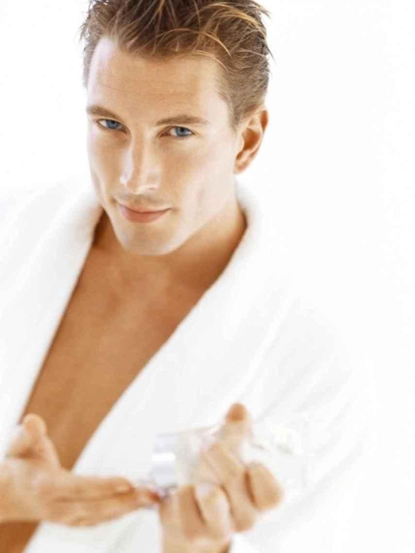 Es recomendable que los hombres también utilicen crema anti-aging.