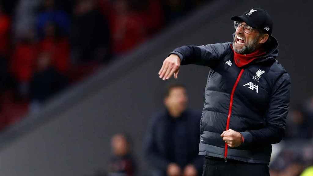 Jurgen Klopp protesta una acción durante el partido ante el Atlético