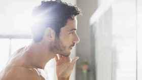 Los hombres también necesitan tener productos específicos para cuidarse la piel.