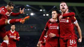 Coutinho y Henderson, celebrando un gol del Liverpool